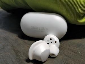 Arvostelussa Samsungin langattomat Galaxy Buds -kuulokkeet