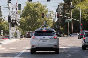 Googlen itseohjautuva auto kolaroi linja-auton kanssa