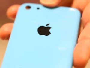 More pics of alleged plastic iPhone emerge, with colorful backplates