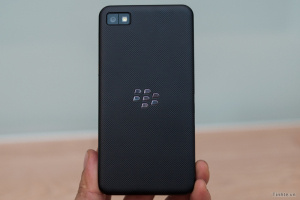 Images of BlackBerry 10 UI appear