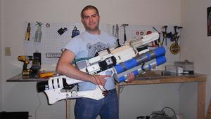 Tee-se-itse-mies rakensi futuristisen aseen 3D-tulostimen avulla