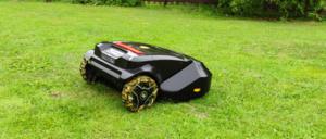 Arvostelussa robottiruohonleikkuri Robomow RS615u - Miten robottileikkuri pärjää kuoppaisella ja todella isolla pihalla