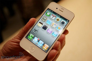 Apple delays white iPhone 4 for second time