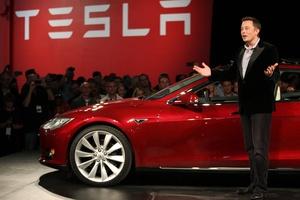 Elon Musk paljasti mitä Apple maksaa Teslan työntekijöistä