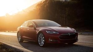 Tesla-sähköauto on yksi maailman turvallisimmista – harva pystyy samaan