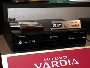 Toshibalta HD DVD -tallennin 600 gigatavun kiintolevyllä