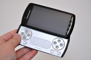 Engadget shows off the Xperia Play (PlayStation Phone)